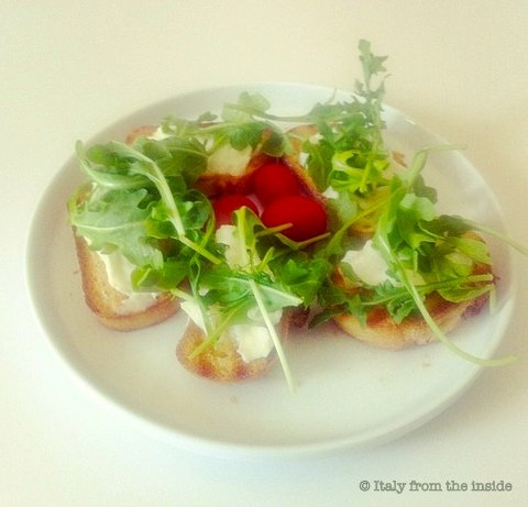 Bruschetta rucola e stracchino- Italy From The Inside